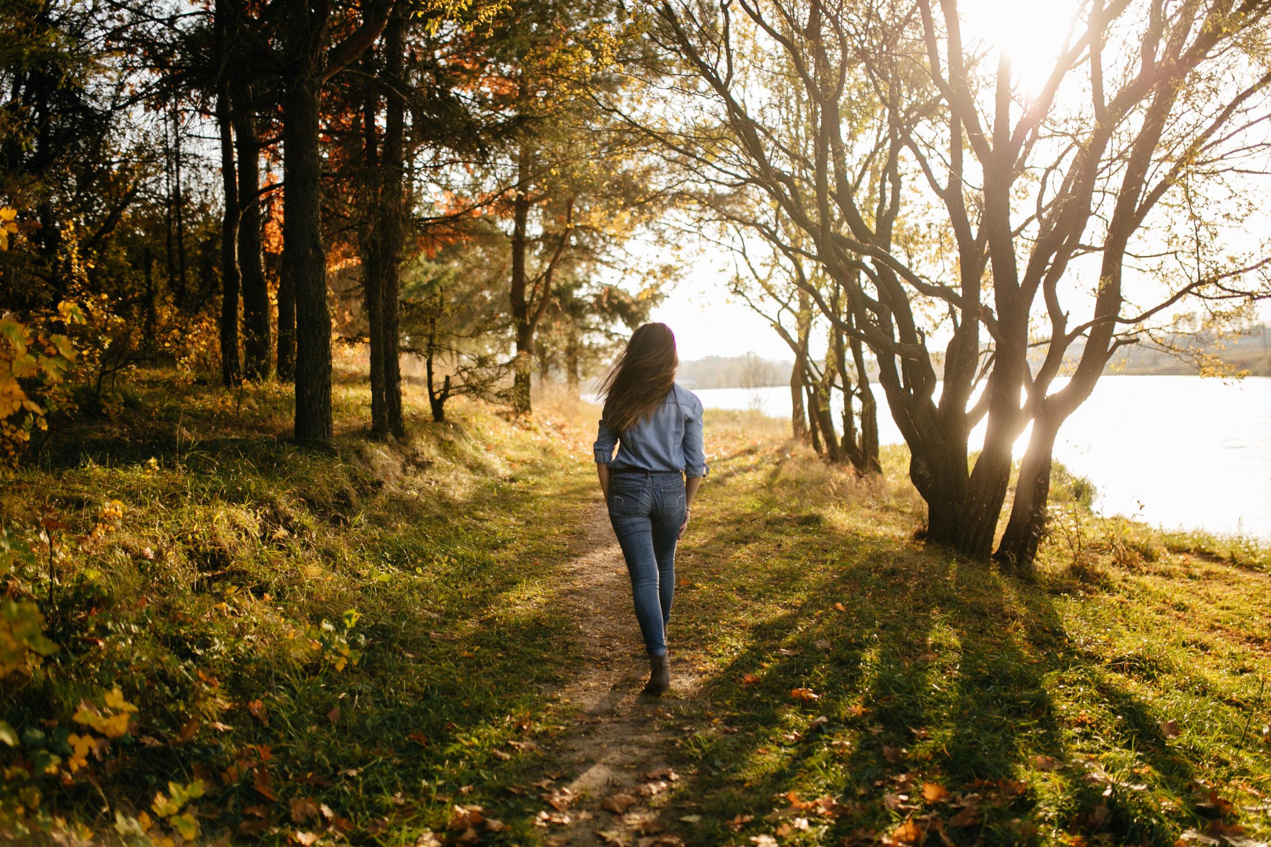 Kobieta podczas spaceru