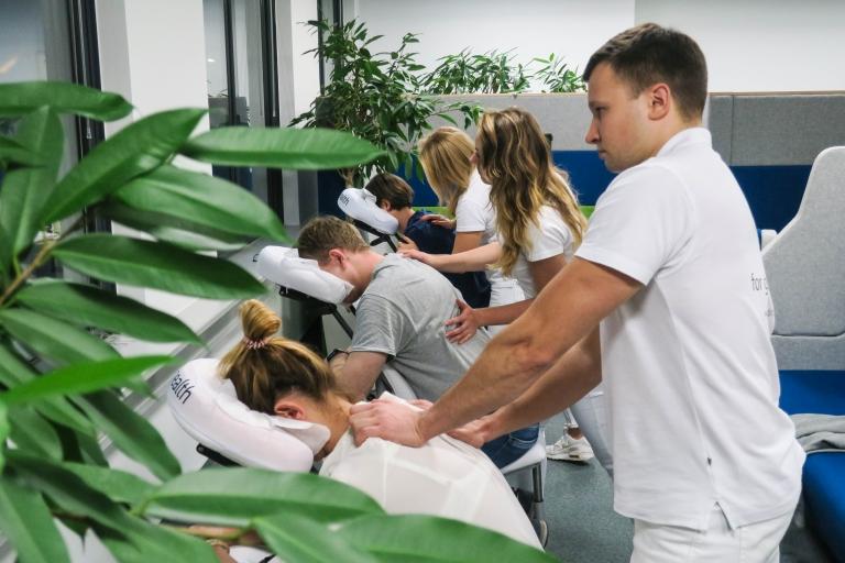 masaż wpracy wpływa nasamopoczucie pracowników